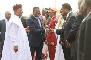 Accueil de SEM Faure GNASSINGBE, Président de l'Autorité par SEM Mahamadou ISSOUFOU, Président du Niger et SEM Marcel de SOUZA, Président de la Commission de la CEDEAO